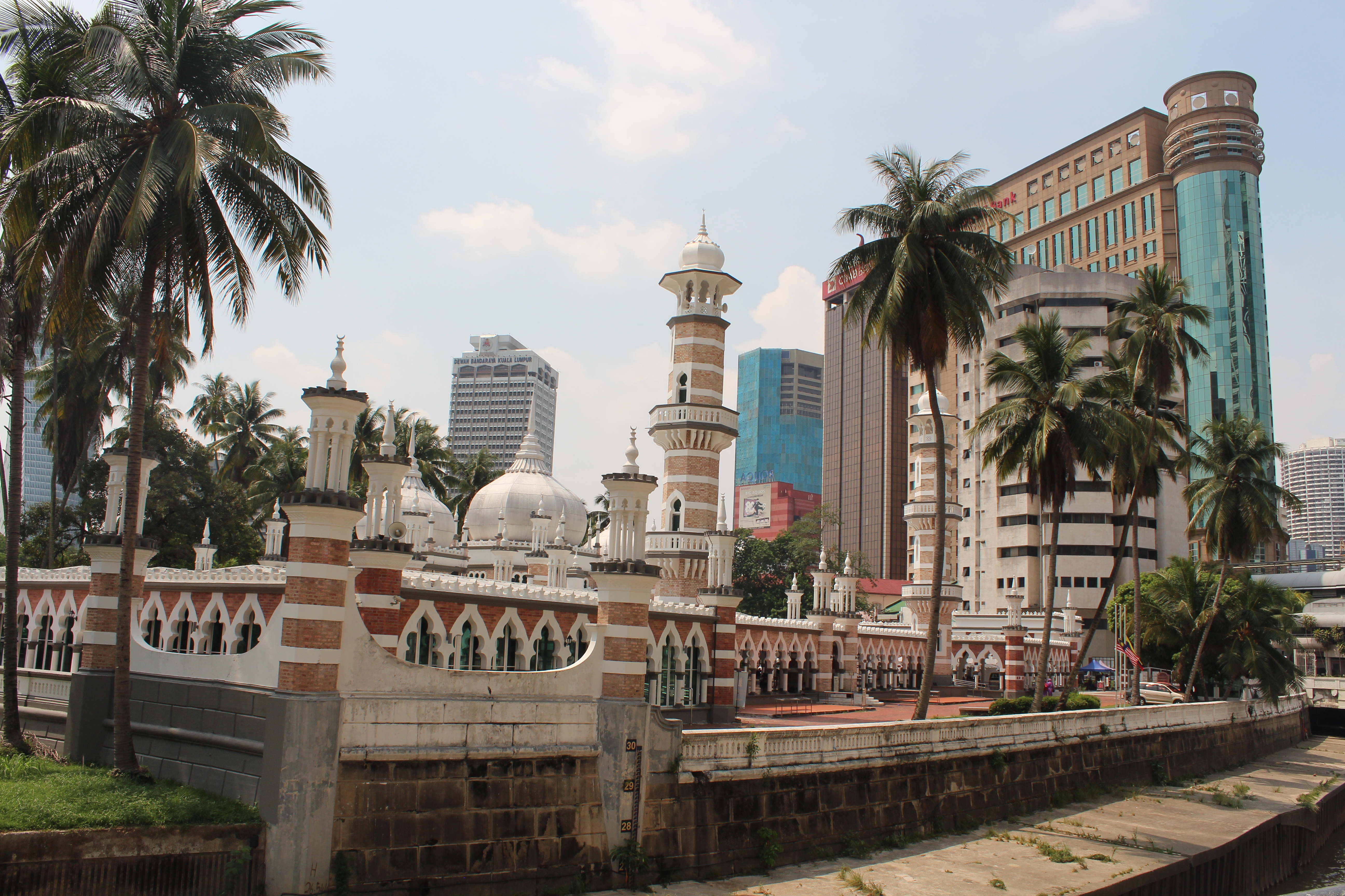 Central mosque in Kuala Lumpur in the foreground set against the background of the Kuala Lumpur skyline.
